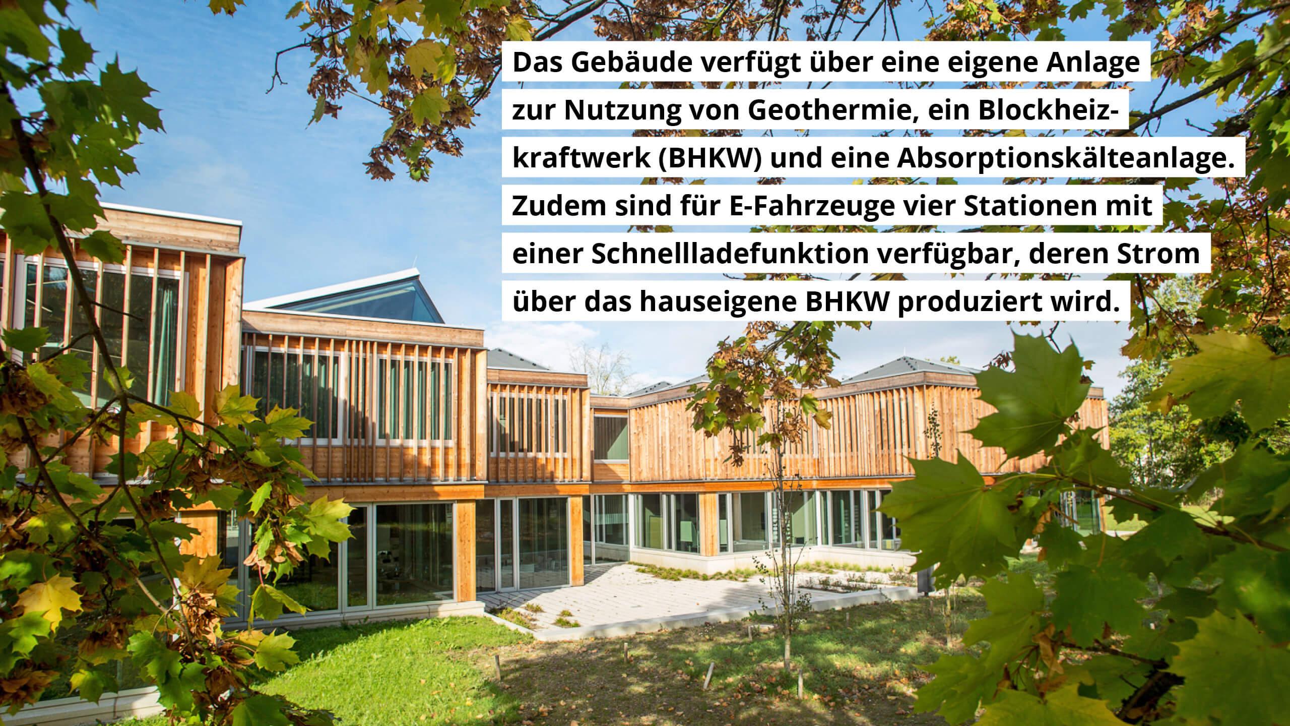 Das Gebäude nutzt Geothermie, ein Blockheizkraftwerk und eine Absorptionskälteanlage. Es sind Schnellade-Stationen für E-Fahrzeuge vorhanden.