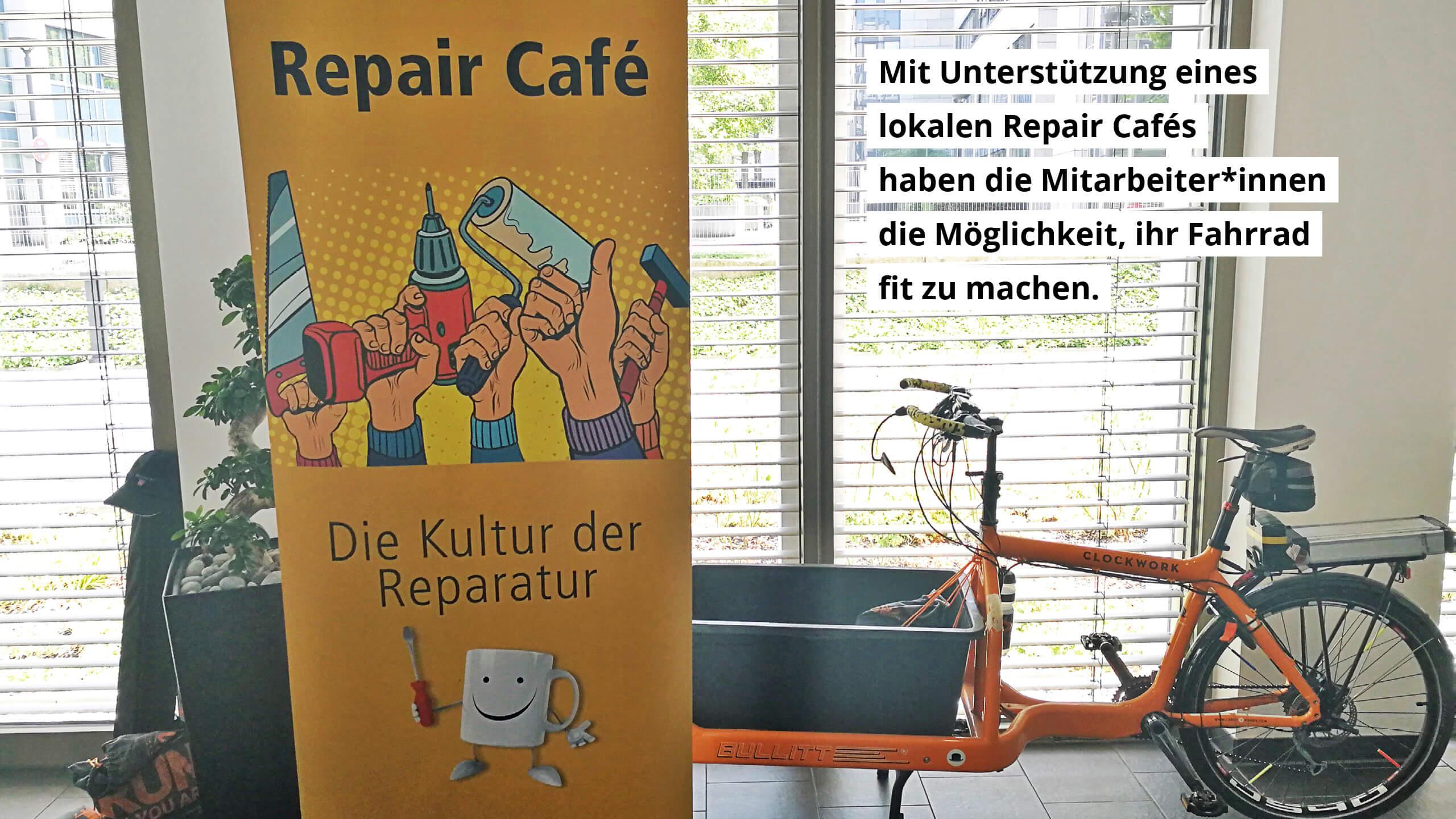 Mit Unterstützung eines lokalen Repair-Cafés haben die Mitarbeiter*innen die Möglichkeit, ihr Fahrrad fit zu machen.